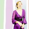 Блондинка в фиолетовом платье