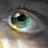 Зеленый глаз с бликом